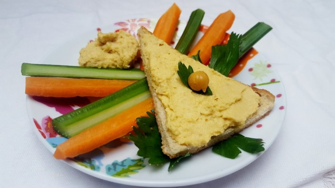 hummus-tartine