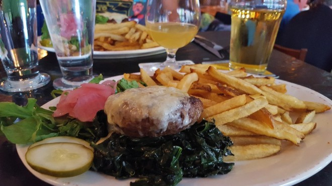 the-farmhouse-tap-grill-burlington-burger